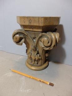 Oak wall bracket in the form of an ionic capital - Tirol - 18/19th century
