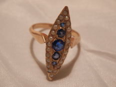 18 kt gold ring with mini pearls and blue stones