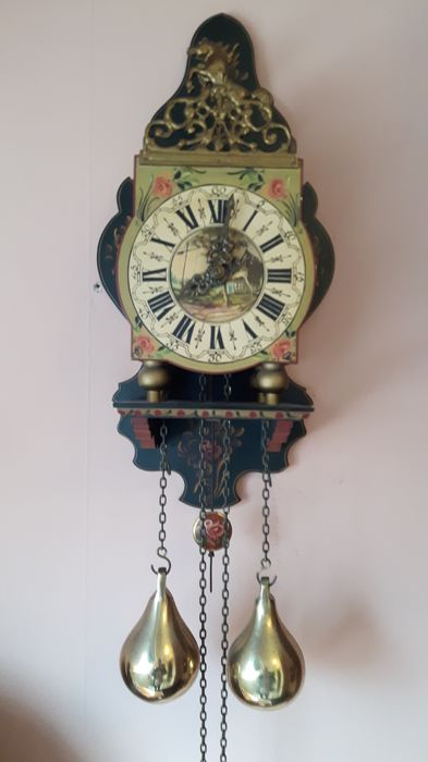 """Wuba """"stoeltjes"""" clock with Hindenlopen painting, Netherlands, 2nd half of the 20th century"""