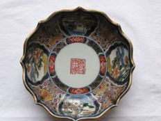 Imari bowl with Ming Dynasty reign marks - Japan - ca. 1800-40 (Late Edo period)