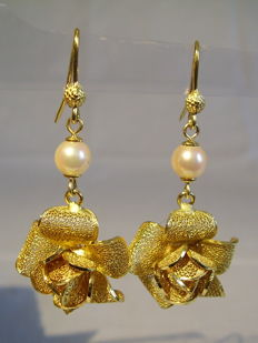 Italian designer earrings in the shape of rose flowers with genuine white Akoya pearls weighing 2.2 ct.
