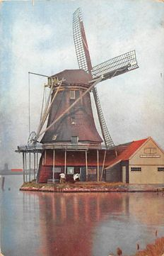 Cards of (wind) mills, The Netherlands, 225x, with black and white cards, large- and small- format cards, and also a few pictures.