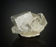Colorless Fluorite with bluish Phantoms special specimen with rainbow - 6,4 x 3,7 x 3,3 cm - 111 gm