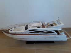 Exclusive Sunseeker speedboat, 90 cm long