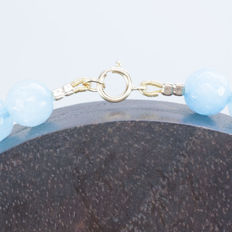 Faceted Aquamarine necklace with 18 kt Gold clasp and fixtures