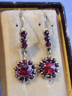 14 kt Victorian earrings with blood red, Bohemian garnets in antique rose cut of 5 ct.