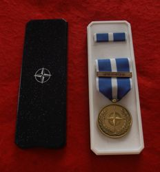 Medal NATO KOSOVO and miniature of decoration in their case