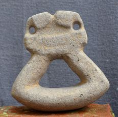 Pre Columbian basalt stone mano with stylised animal heads