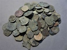 Spanish Medieval period - collection of more than 100 bronze coins - 425 g