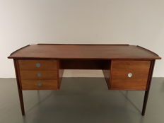 Dyrlund - palissander executive office desk