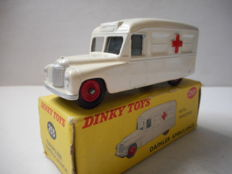 Dinky Toys - Schaal 1/43 - Daimler Ambulance No.253