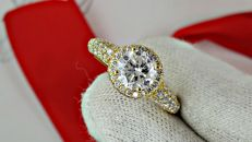2.18 Ct D/SI1 round diamond ring made of 14 kt yellow gold - size 7