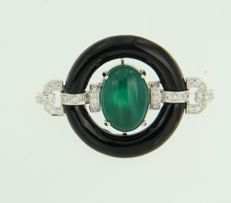 14 kt white-gold brooch in Art Deco style, set with green agate, onyx and 36 brilliant-cut diamonds of approx. 0.24 ct in total