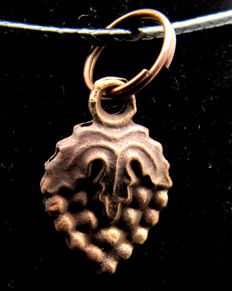 Late Medieval - Tudor Floral Pendant - WEARABLE GIFT WITH GIFT BAG - 20 mm