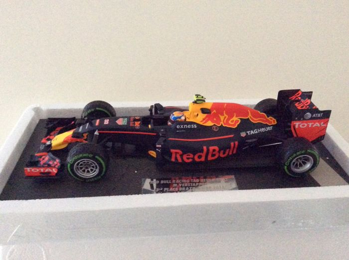 Minichamps - Scale 1/18 - Red Bull Tag Heuer RB 12 Brazil 2016 - Max Verstappen - Limited edition 750 pieces