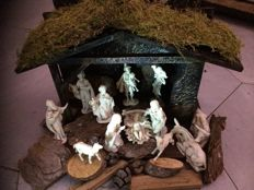 Antique Christmas group with wooden house - Italy