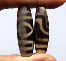 2 Dzis agate protection beads - 2- and 3-eye motifs - Tibet/Nepal - Late 20th century