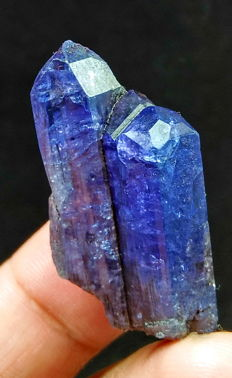 Natural & Unheated Purple Blue Color Tanzanite Crystal - 37x11x20 mm - 58.95 ct