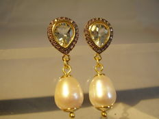 Earrings with verified droplet cut aquamarines of 2.7 ct and genuine white cultured pearls