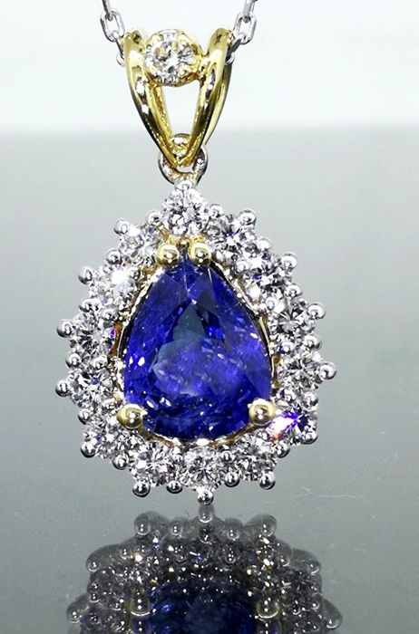 Pear-shaped necklace pendant with a beautiful  1.85 ct sapphire & 15 diamonds, 0.60 ct in total