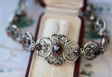 Antique handcrafted Sterling silver bracelet with rose cut Bohemian Garnet of approx 8.19ct in an excellent condition