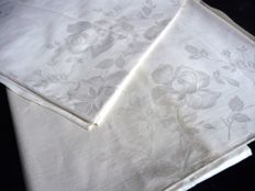 Two high-quality identical Jugendstil tablecloths made of the finest linen damask, ca. 1920