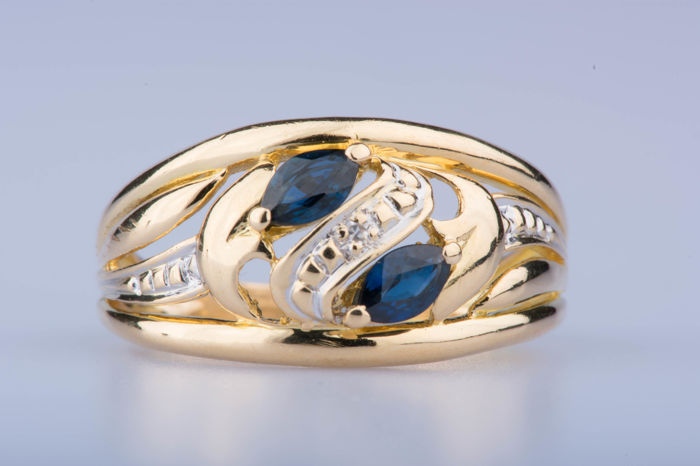 18 kt yellow gold ring with 2 navette sapphires