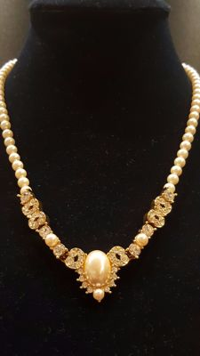 Lovely signed Monet white faux pearl necklace with glass crystals