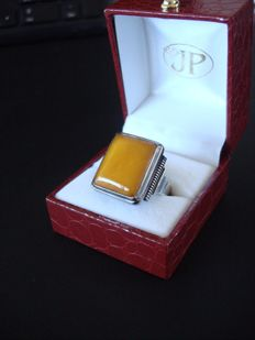 """Art Deco silver men's ring with a large """"Egg-Yolk"""" coloured, natural amber stone"""