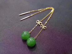 18 kt gold Jade earrings 1.9 Grams total weight Size 6 cm Length,Jade size: 7.5-8 mm