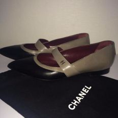 Chanel - leather shoes/ballet flats with low heels