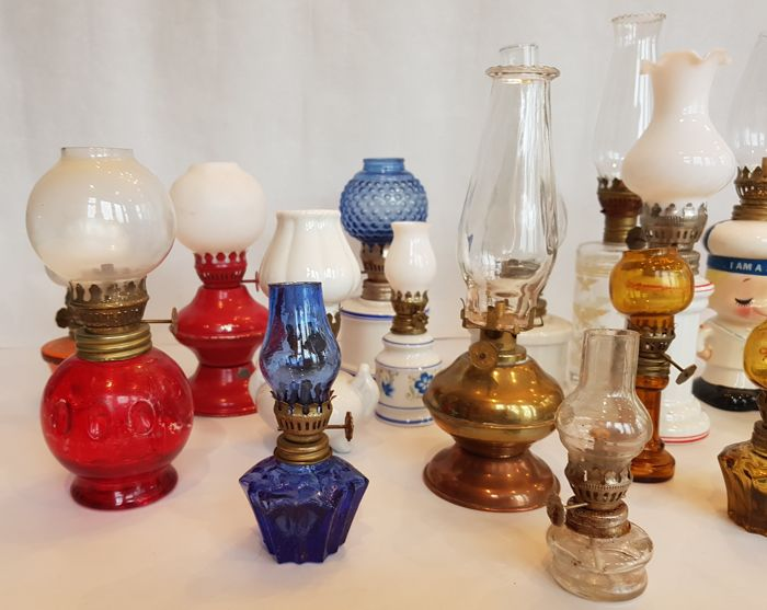 Large And Very Diverse Collection Of 20 Small Oil Lamps