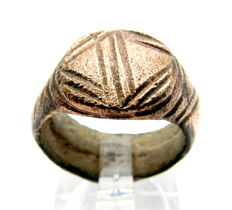 Viking Bronze Seal Ring with Stylized Dragon Fafnir's Eye - 17mm