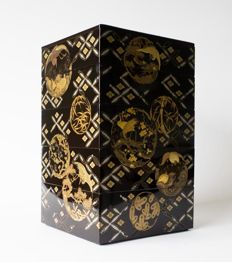 A beautiful 5-part jukabo set decorated with gold leaf and silver.  Decorated with traditional patterns in a tsuru to kame design - Japan - around 1900 (Meiji period)