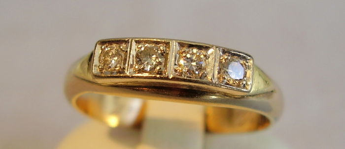 14 kt yellow gold ring with 4 diamonds in white gold totalling 0.32 ct