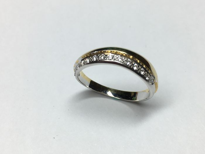 Women's ring of 14 kt yellow gold and white gold, 15 stones of 0.15 ct