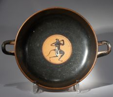 Greek black-figured eye-cup with Dionysos, in the tondo a satyr. S: 20,7 cm incl handles.
