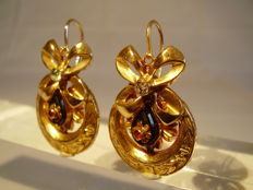 Antique gold 18-kt French Empire earrings with black onyx and verneuil rubies