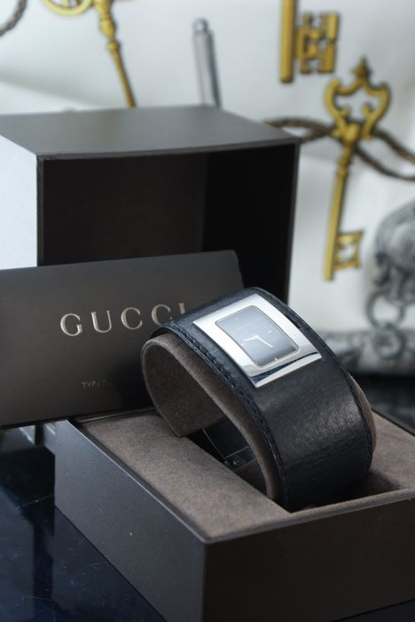 Gucci - Black Dial Leather Band Quartz  Watch - Mujer - .