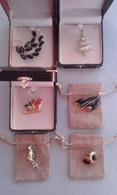 6 American jewels. 3 in gift boxes, 3 in gift pouches