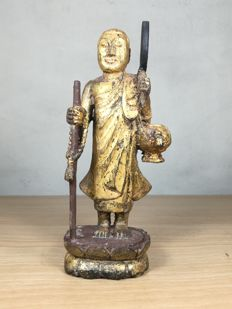 Small monk of wood with gold - Burma - mid 20th century