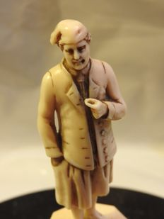 Character carved in ivory - Dieppe 19th century