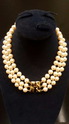 Lovely signed MONET faux pearl necklace with gold toned clasp