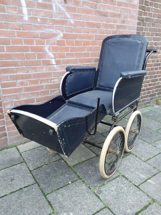 Antique wheelchair, Netherlands (The Hague), early 20th century - Antique Wheelchair, Netherlands (The Hague), Early 20th Century