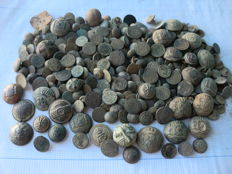 Beautiful lot of 280 antique buttons (17th to 19th centuries) some civilian and some military, variety in large and small sizes.