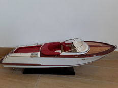 Beautiful Riva Model, 70 cm, red interiors