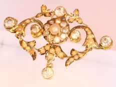 Victorian antique brooch filled with pearls, anno 1880