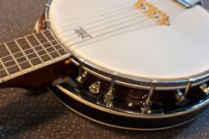 New Banjo - 6-strings - with Remo sheet (guitar banjo)