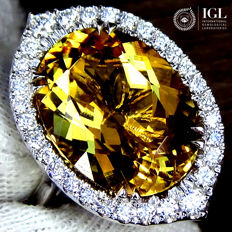 Fancy 9.19 ct Golden Yellow Beryl And Diamond Cocktail Ring in 18 kt  Size 6.5 US / 17 / 53 EU - Certified - No Reserve Price