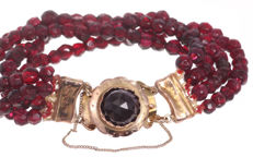 Antique garnet bracelet - 4 strands - 14 kt gold clasp with safety chain - 18 cm